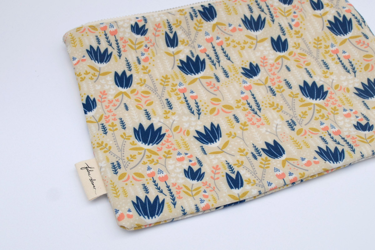 Zip Purse in Floral Fields